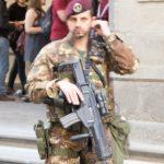Uffizin gaklleria oli vahvasti vartioitu. Pelätään ilmeisesti terrori-iskua kulttuuriasrteita vastaan.